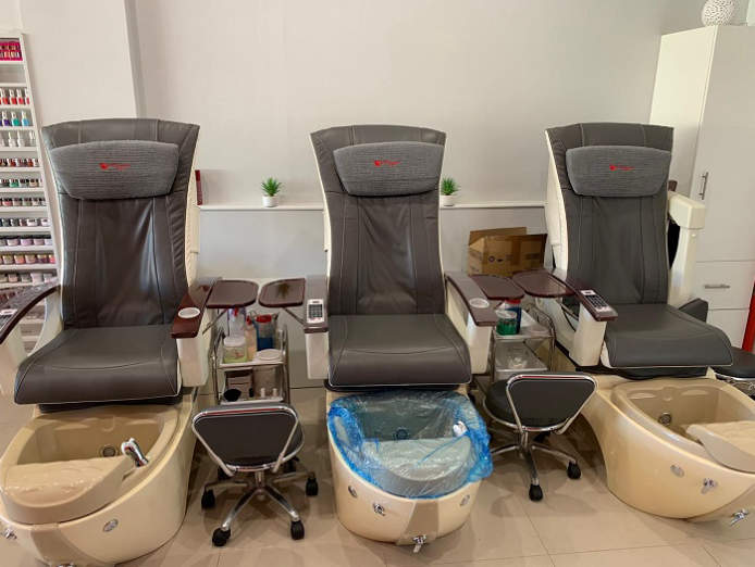nail-and-beauty-salon-for-sale-waxing-mani-pedi-lashes-nails-5
