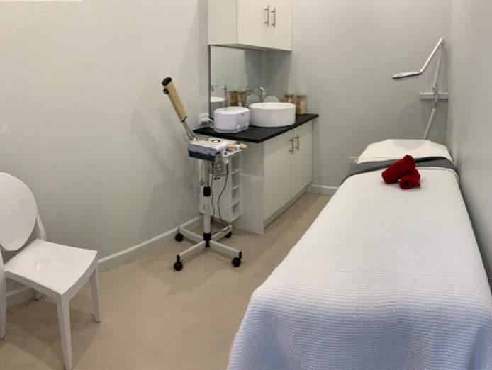 nail-and-beauty-salon-for-sale-waxing-mani-pedi-lashes-nails-6