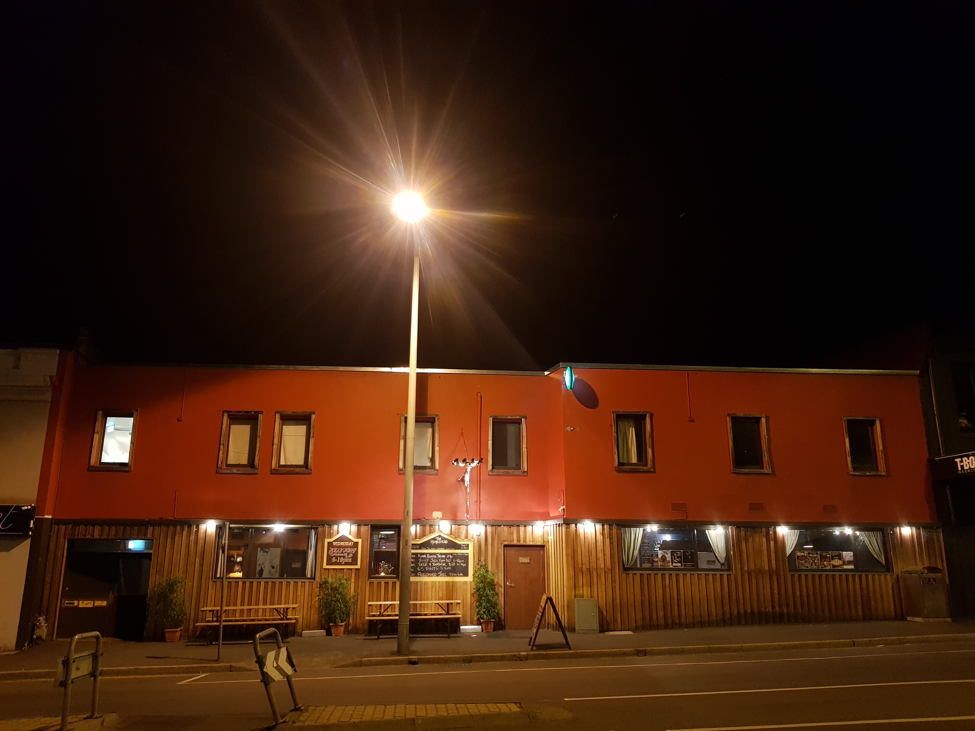 ImpressiveNorth Hobart  Hotel offering Bar, Eatery, Live Music & Accommodation.