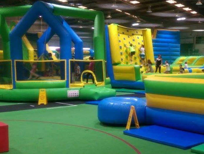 oakleigh-indoor-sports-inflatable-world-kids-entertainment-inc-bar-cafe-1