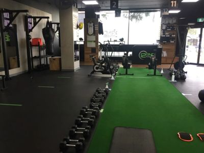 busy-gym-in-prime-location-12rnd-fitness-6