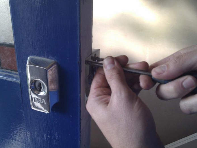 country-town-locksmith-270-000-13182-0