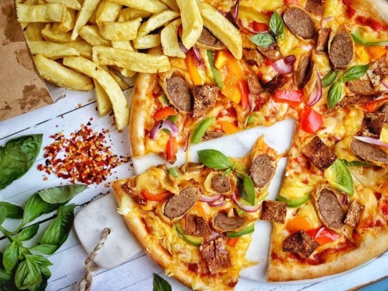 LICENCED PIZZA RESTAURANT $398,000 (14076)