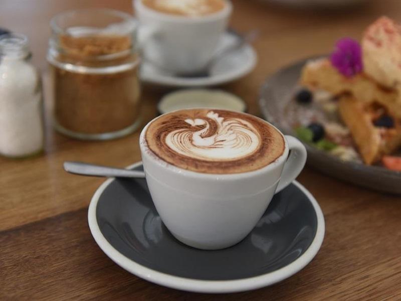 CAFE/RESTAURANT $649,000 (14724)