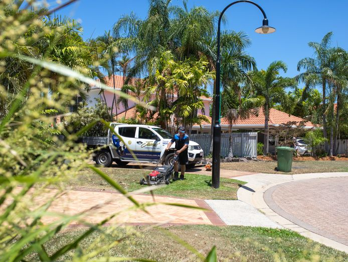 get-paid-to-spend-your-days-outdoors-lawn-mowing-garden-care-franchise-1
