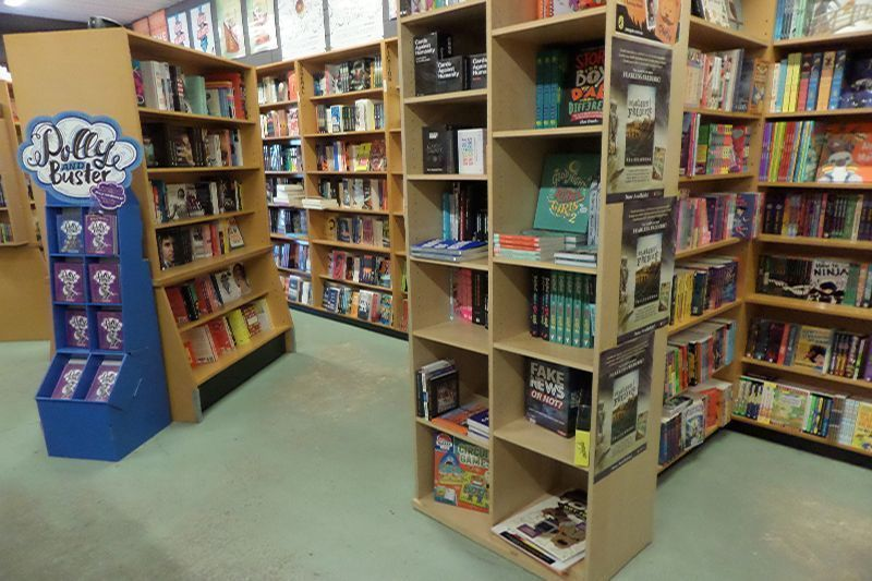 lornes-independent-book-store-9