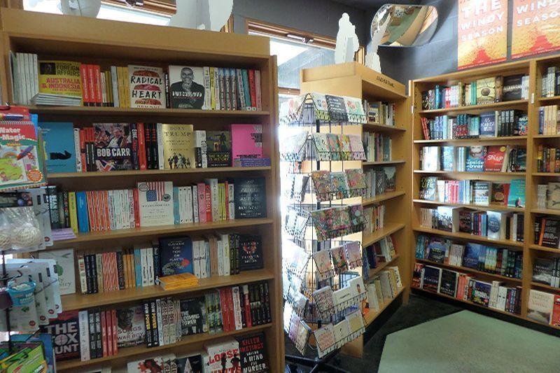 lornes-independent-book-store-3