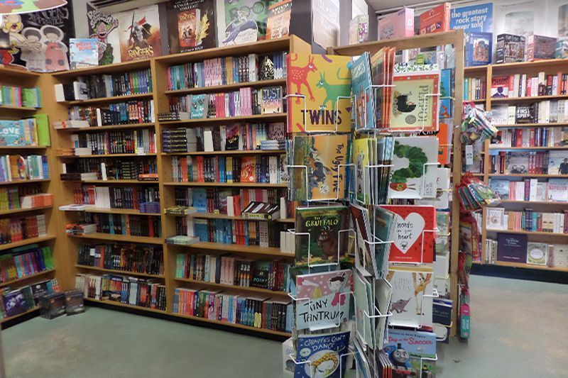lornes-independent-book-store-7