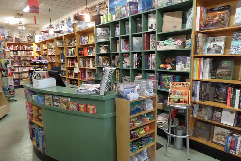 lornes-independent-book-store-0