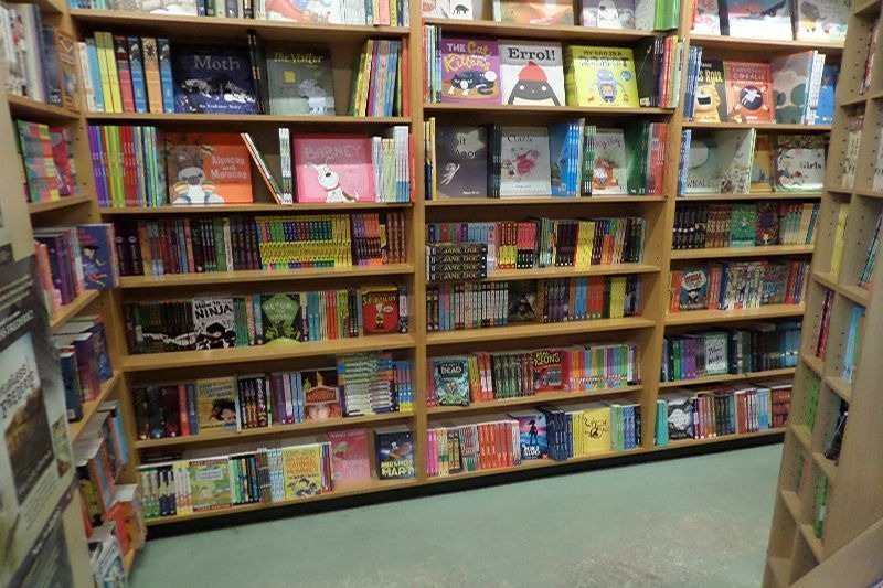 lornes-independent-book-store-6