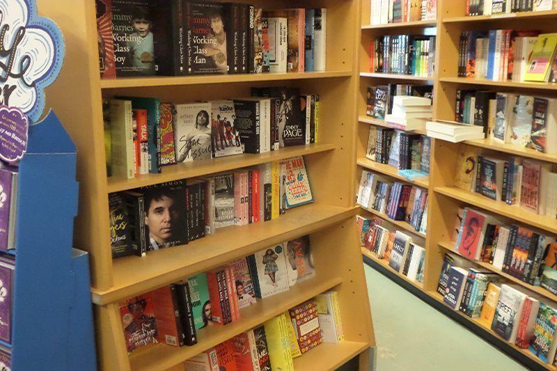 lornes-independent-book-store-8