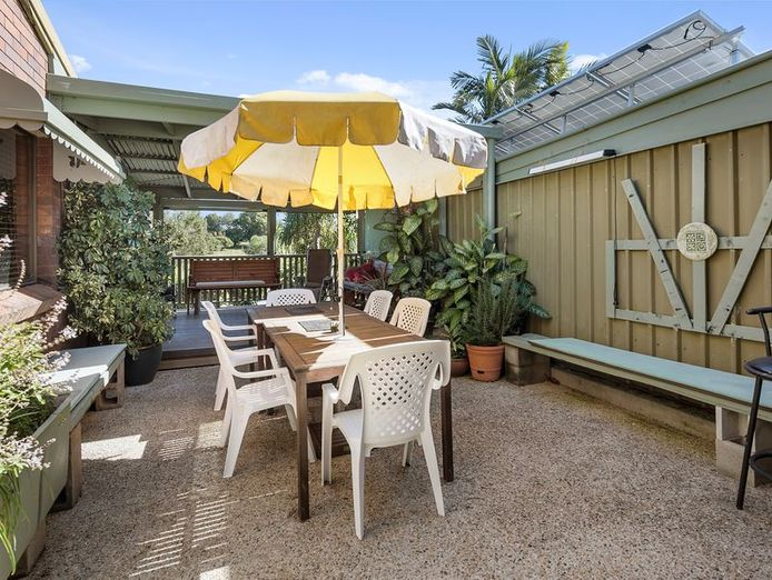 commercial-pool-with-residence-on-1783-m2-in-the-redlands-queensland-2