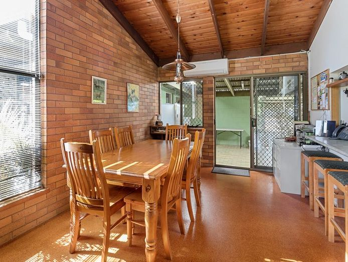 commercial-pool-with-residence-on-1783-m2-in-the-redlands-queensland-5