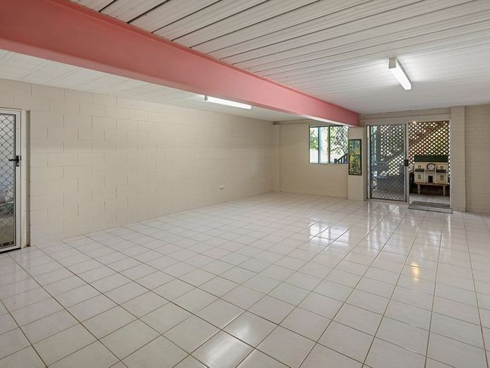 commercial-pool-with-residence-on-1783-m2-in-the-redlands-queensland-8