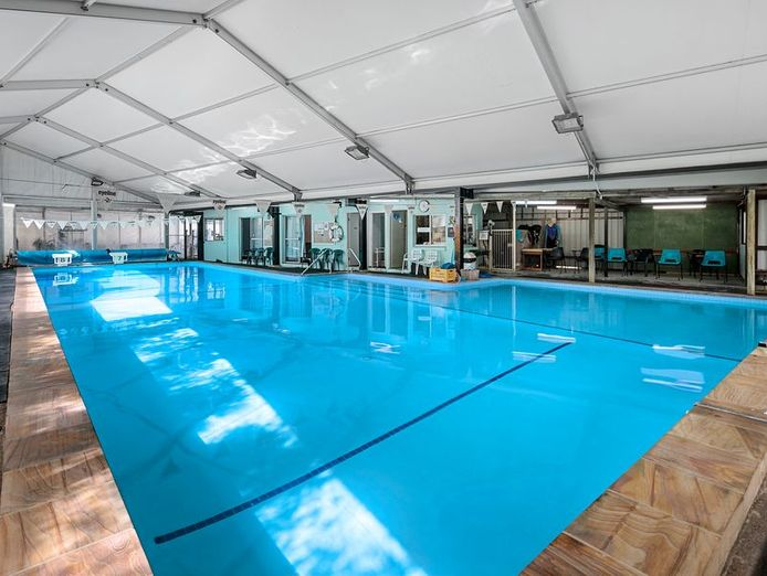 commercial-pool-with-residence-on-1783-m2-in-the-redlands-queensland-0