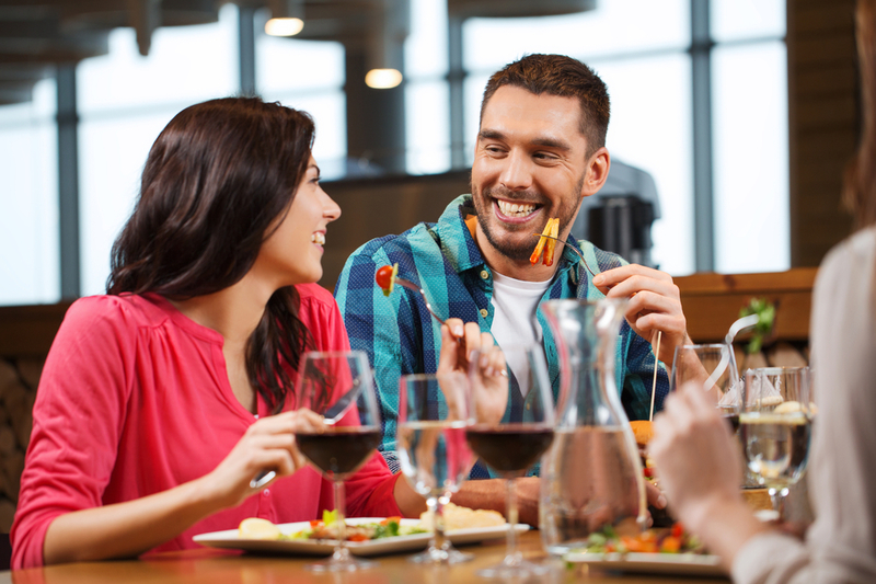 Famous Bayside Bar/Restaurant/Function Centre - Ref: 12329