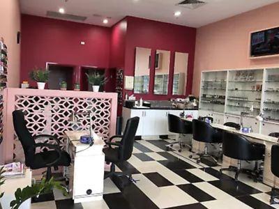 nail-beauty-salon-0