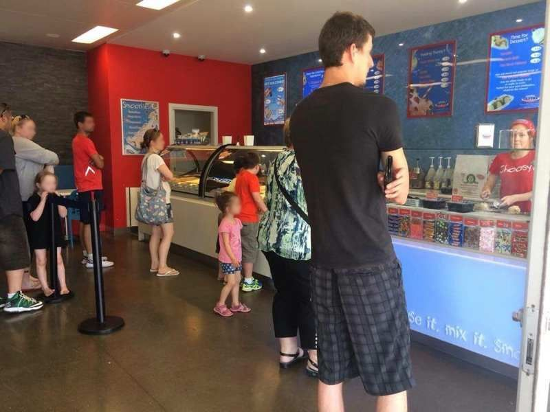 Major Brand Ice Cream Store (CF131)