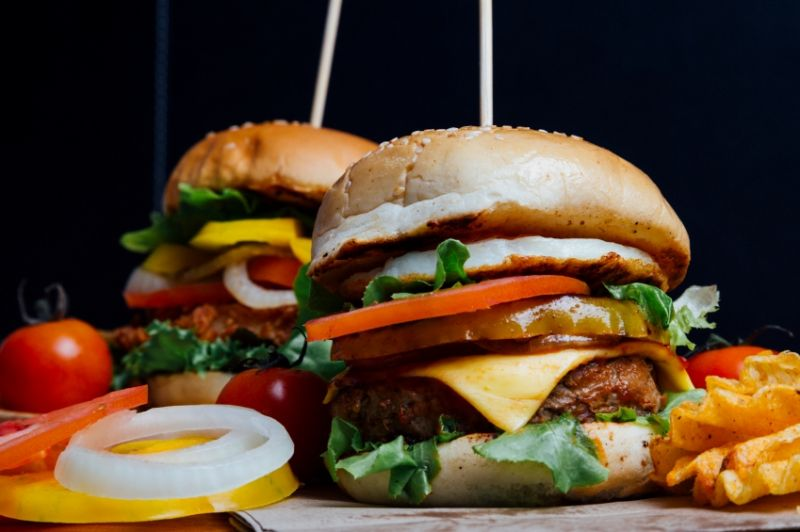 Burger Bar Tkg $17000 pw*Camberwell*Long lease*Under $300k(1810174)