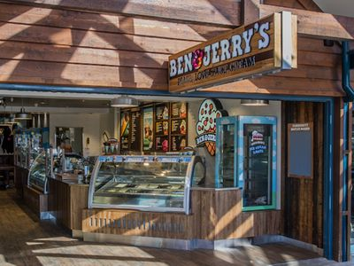 ben-jerrys-world-famous-ice-cream-franchise-scoop-shop-in-byron-bay-nsw-3
