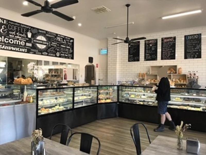 Bakery / Cafe / Cake Shop (Ref 5806)