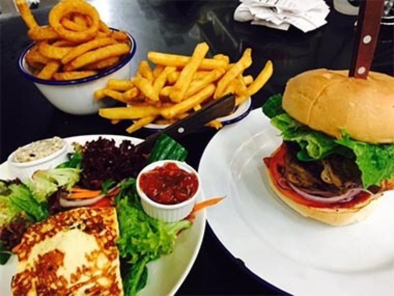 Cafe / Burger Bar