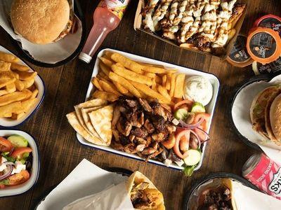 souvlakis-amp-burgers-0