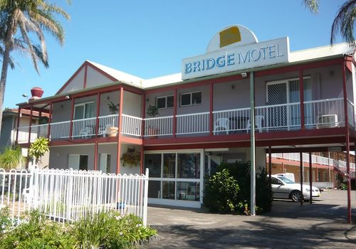 Leasehold motel for sale, with river views in Batemans Bay.