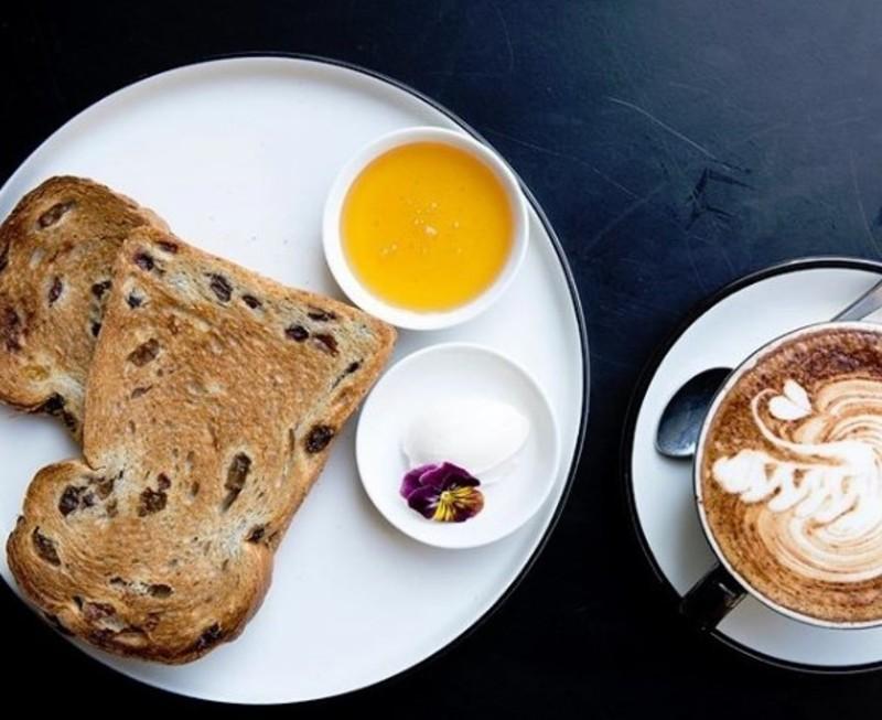 blue-chip-brighton-cafe-taking-13-000-per-week-our-ref-v1395-6