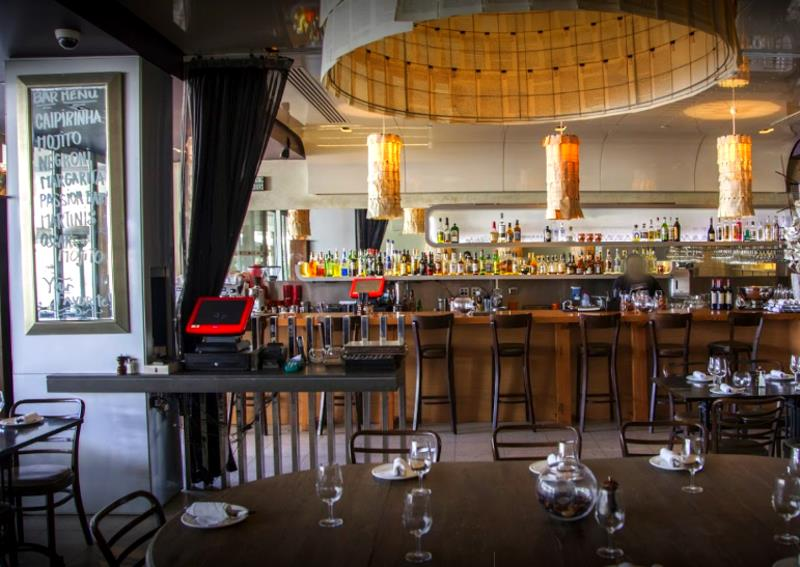 A Fine Restaurant in a Premium Waterfront Location! Docklands! (Our Ref V1303)