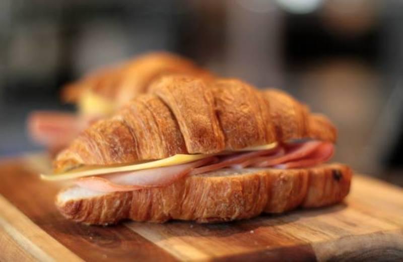 Bustling Cafe In The Heart Of Flinders Lane! (Our Ref V1389)