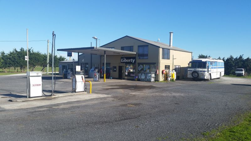 ROADHOUSE / FREEHOLD COMMERCIAL LAND AND RESIDENCE  ALL IN ONE!
