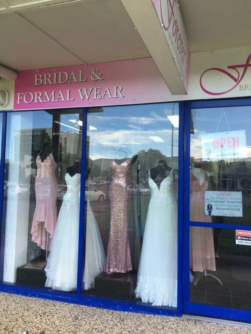 successful-wedding-shop-selling-bridal-formal-sunshine-coast-queensland-3