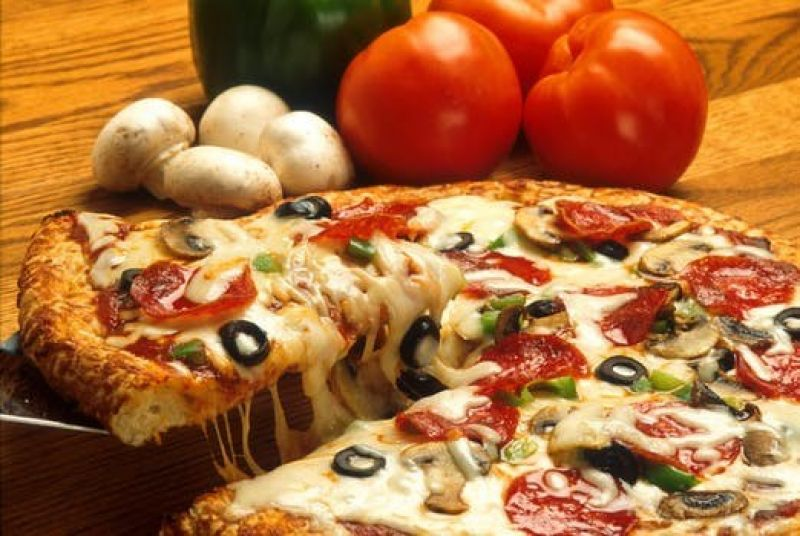 BEST PIZZA BAR IN TOWN. GOOD TURNOVER WITH BUSY LOCATION.  MAKE AN OFFER