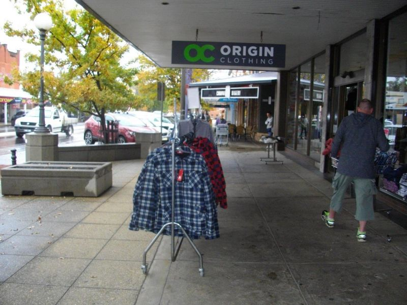 very-profitable-clothing-retail-store-for-sale-4
