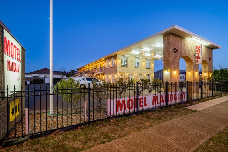 FREEHOLD MOTEL WITH RESIDENCE AND HUGE LAND  200M FROM MACQUARIE RIVER