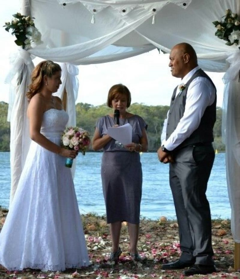 successful-wedding-shop-selling-bridal-formal-sunshine-coast-queensland-8